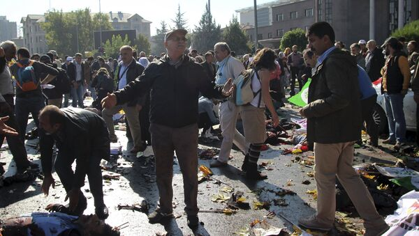 A man reacts after an explosion during a peace march in Ankara, Turkey, October 10, 2015 - Sputnik International