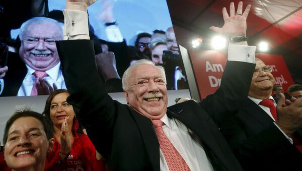 Mayor and province governor of Vienna, Michael Haeupl of the Social Democratic Party (SPOe) celebrates in front of supporters after winning regional elections in Vienna, Austria, October 11, 2015. - Sputnik International