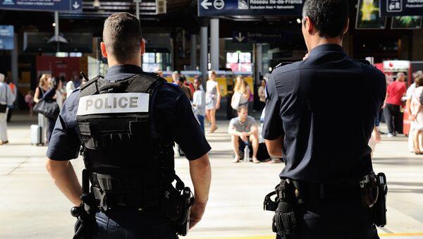 French police officers patrol at Gare du Nord train station in Paris, France, Saturday, Aug. 22, 2015. - Sputnik International