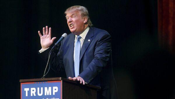 U.S. Republican presidential candidate Donald Trump speaks at a rally in Norcross, Georgia October 10, 2015 - Sputnik International