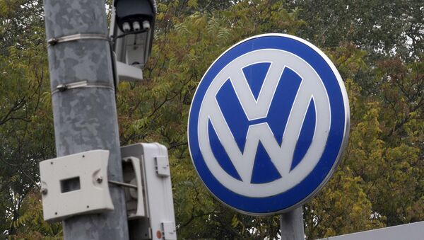 A Volkswagen logo stands next to a CCTV security camera in Wolfsburg, Germany October 7, 2015 - Sputnik International