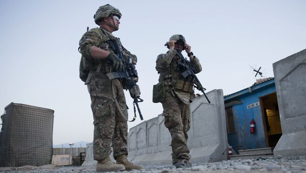U.S. Army soldiers from Charlie Company, 2-14 Infantry Regiment, 2nd Brigade, 10th Mountain Division, take part in an indirect fire drill in Forward Operating Base (FOB) Connolly near Jalalabad in Nangarhar province, east of Kabul, Afghanistan, Tuesday, Aug. 4, 2015 - Sputnik International