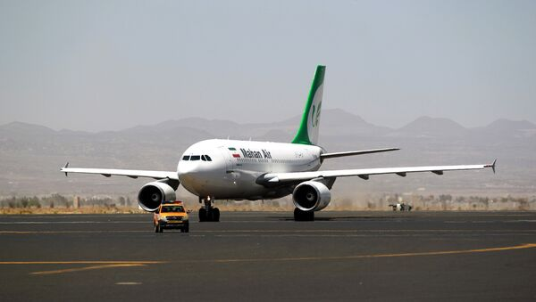 An airplane of Mahan Air sits at the tarmac after landing at Sanaa International Airport in the Yemeni capital on March 1, 2015 - Sputnik International