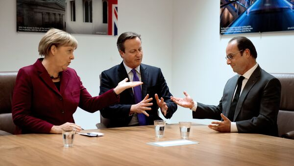 (From L) German Chancellor Angela Merkel, British Prime Minister David Cameron and French President Francois Hollande meet during a European Union (EU) summit dominated by the migration crisis at the European Council in Brussels, on October 15, 2015. - Sputnik International