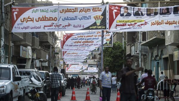 Egyptians walk under campaign banners ahead of the parliamentary elections on September 29, 2015 in the city of Qena, some 650 km (400 miles) south of Cairo - Sputnik International