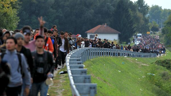 Migrants walk towards the Hungarian border after arriving at the train station in Botovo, Croatia October 6, 2015 - Sputnik International