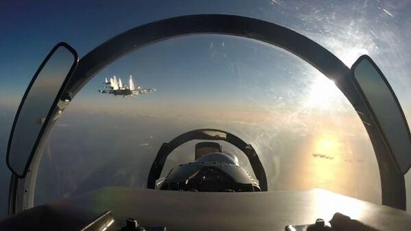 Sukhoi 35 jet simulates aerial combat over Kuril Islands - Sputnik International