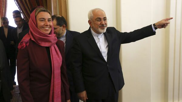 Iranian Foreign Minister Mohammad Javad Zarif, right, gestures with European Union foreign policy chief Federica Mogherini. - Sputnik International
