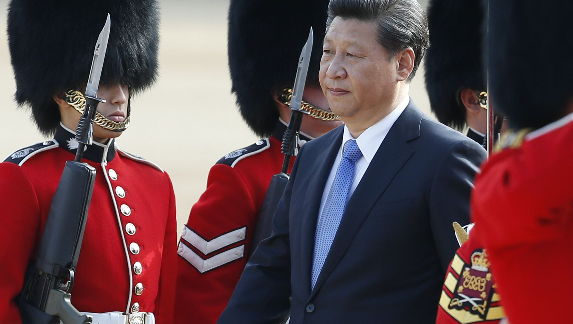 Chinese President Xi Jinping is escorted as he inspects a guard of honour during the official welcome ceremony at Horse Guards Parade in London on Tuesday, 20 October 2015. - Sputnik International, 1920, 26.07.2021
