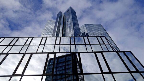 Deutsche Bank headquarters are seen in Frankfurt, Germany October 8, 2015 - Sputnik International