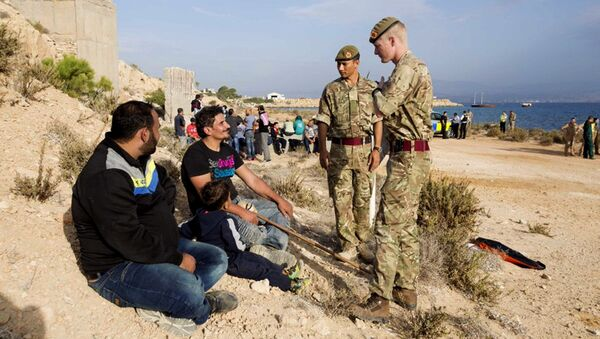 In this photo released by the British Forces in Cyprus on Wednesday, Oct. 21, 2015, British soldiers stand and talk with two of the 114 migrants at the British air forces in Akrotiri near southern coastal city of Limassol, Cyprus. - Sputnik International