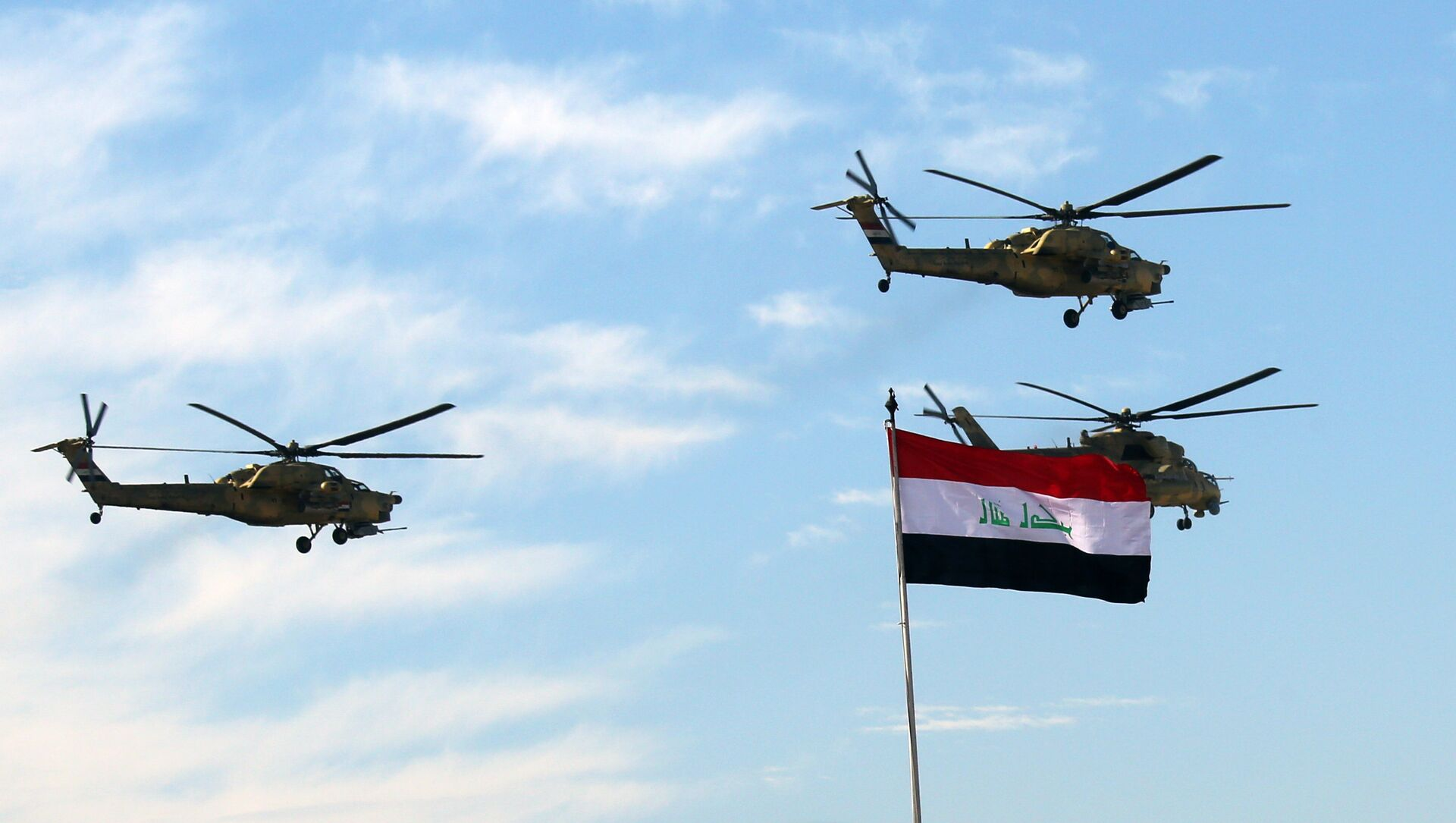 Iraqi Army helicopters fly in formation during the Army Day celebrations in Baghdad, Iraq, Tuesday, Jan. 6, 2015 - Sputnik International, 1920, 29.07.2021