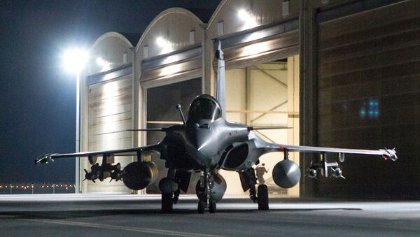 This photo released on Friday, Oct. 9, 2015 by the French Army Communications Audiovisual office (ECPAD) shows a French army Rafale fighter jet on the tarmac of an undisclosed air base as part of France's Operation Chammal launched in September 2015 in support of the US-led coalition against Islamic State group - Sputnik International