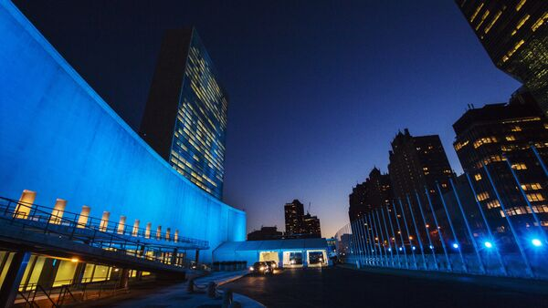 The United Nations headquarters is lit up in blue to honor the 70th anniversary of the United Nations in New York, October 23, 2015 - Sputnik International