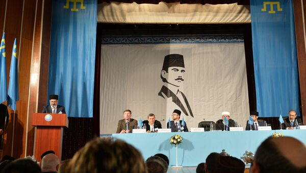 Head of Mejlis of Crimean Tatar people Refat Chubarov, left, at the rostrum, speaks at an extraordinary session of the Kurultay (meeting) of the Crimean Tatar People in Bakhchysarai - Sputnik International