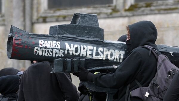 A person holds a fake gun with a writing which translates as Bullets made by Nobel Sport (a French gunpowder manufacturer) on October 23, 2015 - Sputnik International