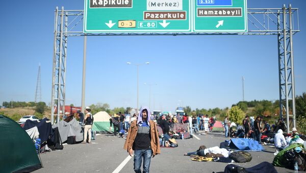 A man walks after Turkish police forces blocked migrants and refugees on a highway near Edirn during their march to the border between Turkey and Greece. - Sputnik International