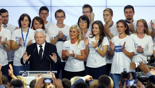 The leader of Poland's main opposition party Law and Justice (PiS) Jaroslaw Kaczynski addresses supporters after the exit poll results are announced in Warsaw, Poland October 25, 2015. - Sputnik International