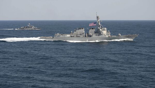 USS Lassen (DDG 82), (R) transits in formation with ROKS Sokcho (PCC 778) during exercise Foal Eagle 2015, in waters east of the Korean Peninsula - Sputnik International
