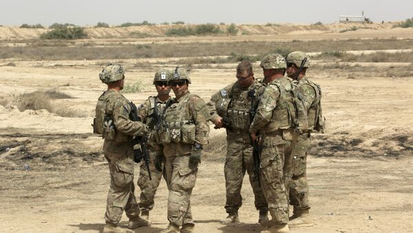 US soldiers prepare to participate in a training mission with Iraqi Army soldier, right, outside Baghdad, Iraq. (File) - Sputnik International