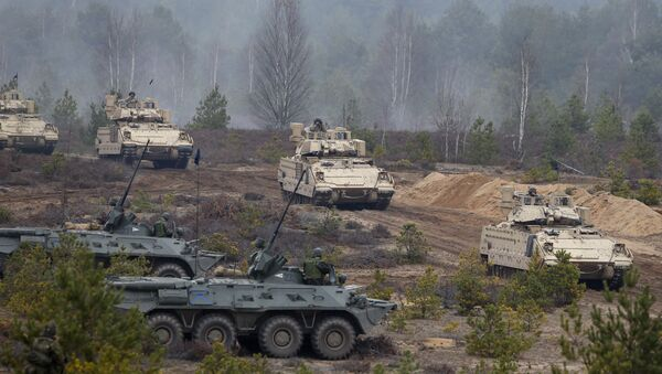 Soldiers from different NATO countries attend a military exercise 'Iron Sword 2014', at the Gaiziunu Training Range in Pabrade some 60km.(38 miles) north of the capital Vilnius, Lithuania, Thursday, Nov. 13, 2014 - Sputnik International
