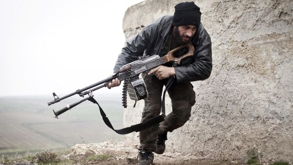Free Syrian Army fighter takes cover during fighting with the Syrian Army in Azaz, Syria - Sputnik International