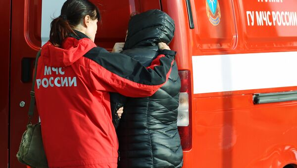 An Emergencies Ministry counselor helps a relative of Flight 9268 passengers at Pulkovo airport, the destination of the Kogalymavia Airlines Airbus A321 en route from Sharm el-Sheikh - Sputnik International