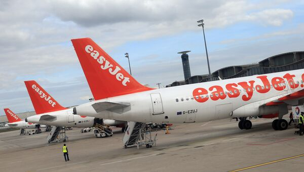 Airbus A 320 airplanes from low cost airline EasyJet are parked at Paris Roissy Charles de Gaulle airport in Roissy en France, north of Paris on April 29, 2013 - Sputnik International