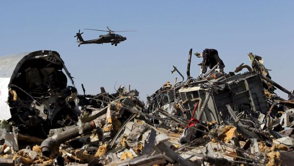 Egyptian Military Helicopter Flies Over Debris From Russian Airbus A321 - Sputnik International