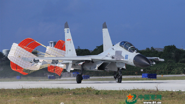 A J-11 fighter taxis on the runway after returning from a flight training on Oct. 30, 2015. - Sputnik International