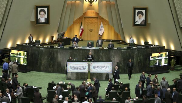 Head of Iran's Atomic Energy Organization Ali Akbar Salehi, center, speaks in an open session of parliament while discussing a bill on Iran's nuclear deal with world powers, in Tehran - Sputnik International