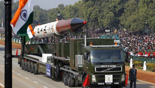 An Agni IV missile capable of carrying nuclear warhead and a range of 2,500-3,500 kilometers is displayed during the main Republic Day parade in New Delhi, India, Thursday, Jan. 26, 2012 - Sputnik International