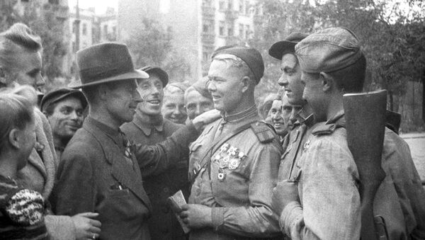 Local residents and Soviet fighters, Lublin. Poland. July 1944. The Great Patriotic War of 1941-1945 - Sputnik International