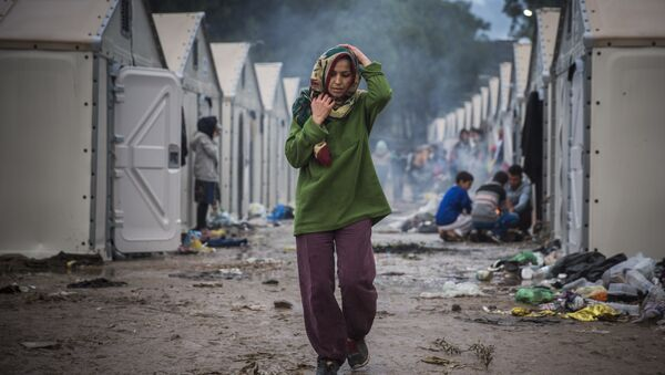 A woman walks inside the Moria camp for migrants and refugees on the northeastern Greek island of Lesbos, Saturday, Oct. 24, 2015 - Sputnik International