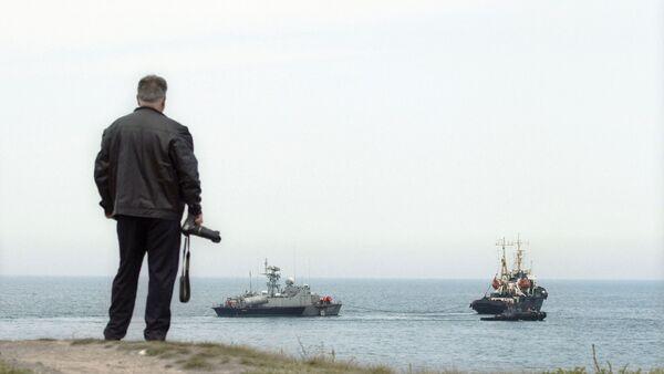 Ukraine's missile boat Priluki and tanker Fastov leave maritime port - Sputnik International