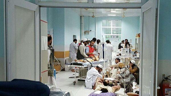 MSF medical personnel treat civilians injured after the US military bombed an Afghan hospital in Kunduz. - Sputnik International