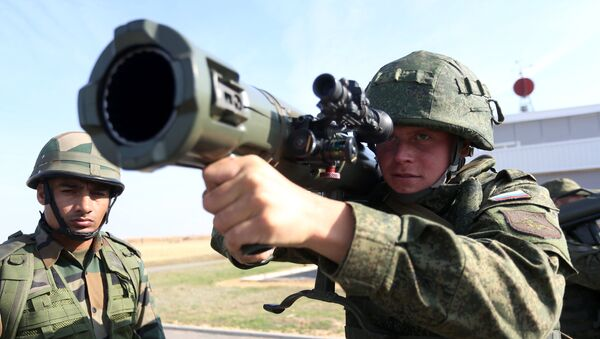 Russian and Indian soldiers during the joint anti-terrorist Russian-Indian drills - Sputnik International