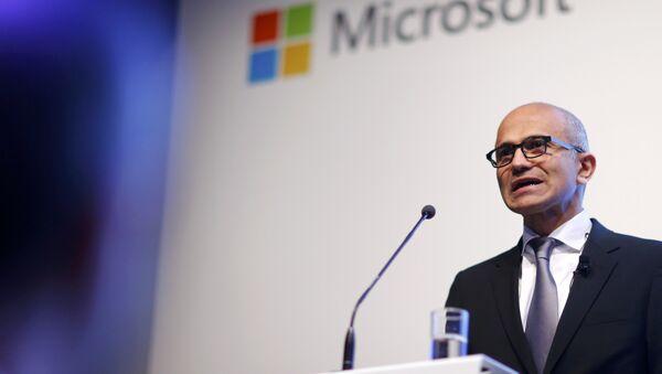 Microsoft CEO Satya Nadella holds a speech to present the companies new cloud strategy for Germany in Berlin, November 11, 2015 - Sputnik International