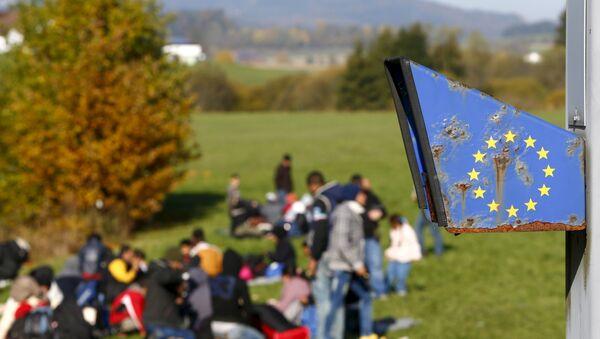 Migrants arrive at the Austrian-German border in Wegscheid near Passau, Germany, October 27, 2015. - Sputnik International