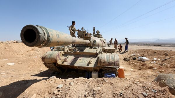 A tank used by fighters loyal to Yemen's government is pictured at the frontline of the fighting against Houthi rebels in Yemen's northern province of Marib November 8, 2015. - Sputnik International