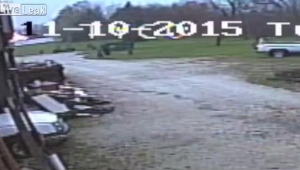 Surveillance Video Of Akron Plane Crash - Sputnik International