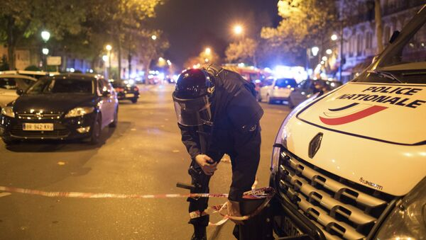 A police officer secures the area outside the Bataclan theater in Paris, France, Wednesday, Nov. 13, 2015.  - Sputnik International