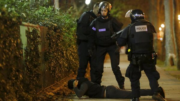 A man lies on the ground as French police check his identity near the Bataclan concert hall following fatal shootings in Paris, France, November 13, 2015 - Sputnik International