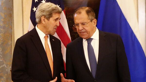Russia's Foreign Minister Sergei Lavrov (R) and US Secretary of State John Kerry talk before a conference on the Syria conflict in Vienna, Austria, on November 14, 2015 - Sputnik International