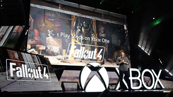 Todd Howard, Game Director, Bethesda Game Studios, demonstrates Fallout 4 at the Xbox E3 2015 Briefing on Monday, June 15, 2015 in Los Angeles. - Sputnik International