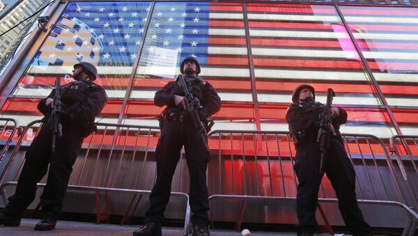 Heavily armed New York city police officers with the Strategic Response Group stand guard at the armed forces recruiting center in New York's Times Square, Saturday, Nov. 14, 2015. Police in New York say they've deployed extra units to crowded areas of the city out of an abundance of caution in the wake of the attacks in Paris, France - Sputnik International
