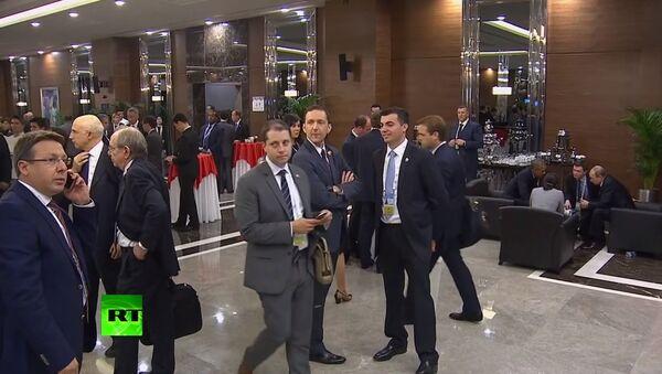 Full video of a man 'eavesdropping' on Putin & Obama at G20 - Sputnik International