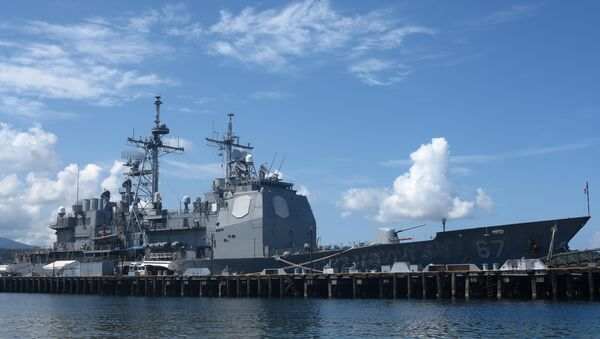 The guided missile cruiser USS Shiloh is anchored at Subic Bay, a former US naval base in the Philippines, on May 30, 2015 - Sputnik International