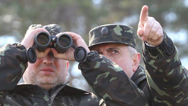 Alexander Turchinov during a military exercise at the Desna training ground in the Chernigov Region - Sputnik International