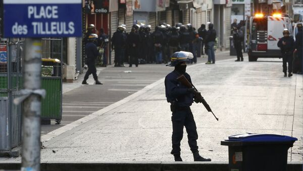 French riot police (CRS) secure the area as shots are exchanged in Saint-Denis, France, near Paris, November 18, 2015 during an operation to catch fugitives from Friday night's deadly attacks in the French capital - Sputnik International